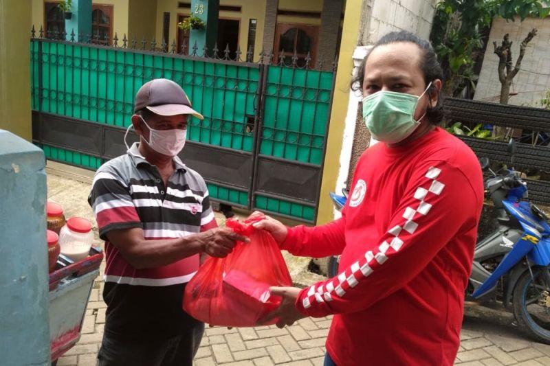 Forwot Dan Forbitas Berikan Bantuan Sembako Untuk Masyarakat Terdampak Covid-19