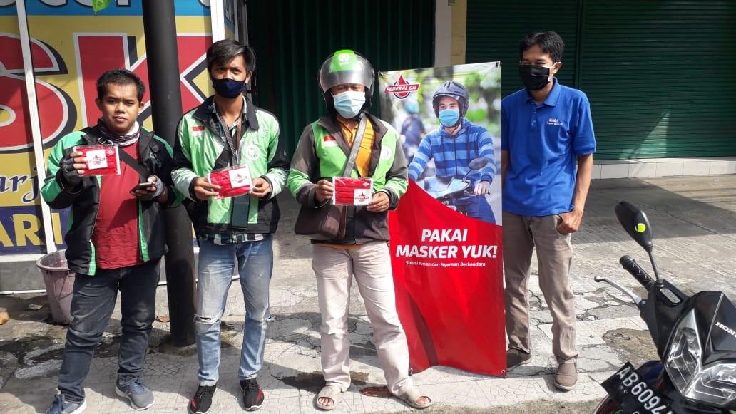 Bersama Lawan Virus Corona, Federal Oil Bagikan Ribuan Masker Kepada Konsumen