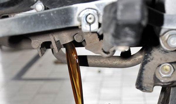 Jangan Bingung Jika Oli Sepeda Motor Menguap Itu Normal dan Ada Penyebabnya