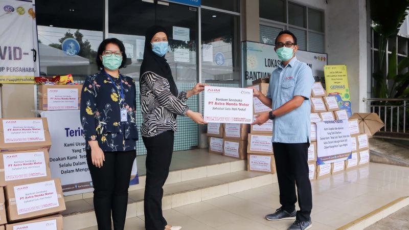 Salurkan Bantuan Tahap Ketiga, AHM Bagi 990 Sembako untuk Pendukung Petugas Medis