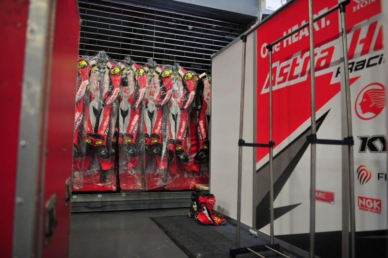 Cara Merawat Baju Balap Ala Pembalap Astra Honda