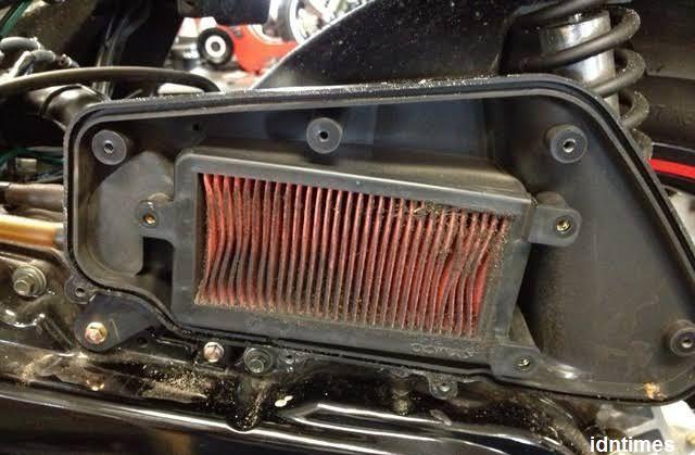 Filter Udara Motor Matic Diganti Apa Cukup Dibersihkan Saja ?
