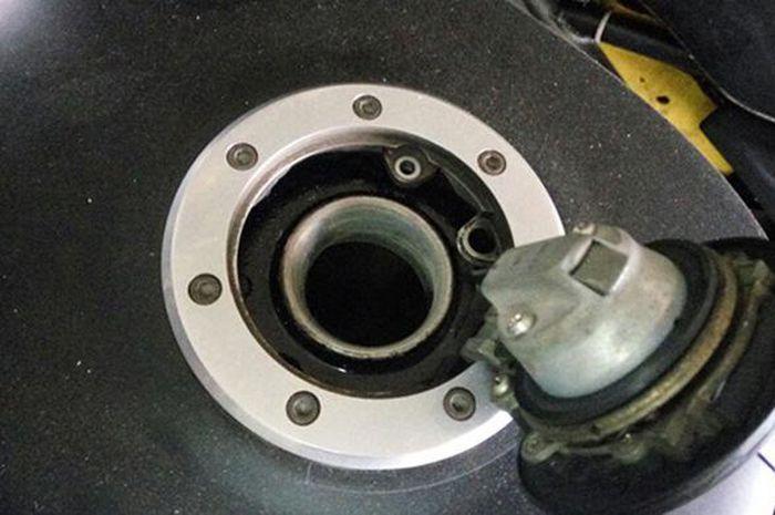 Pemilik Motor Jarang Tahu, Ini Fungsi Karet Pada Tutup Tangki Bensin