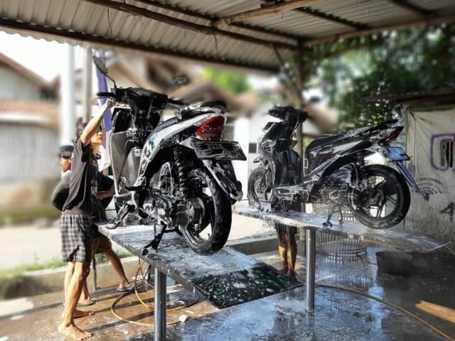 Cara Mencuci Motor  Supaya Tidak Merusak Cat Bodi Motor