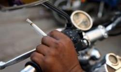 Buat Yang Masih Nekad Merokok Sambil Berkendara, Nih