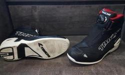 Mau Beli Sepatu buat Touring, Perhatikan Hal Berikut