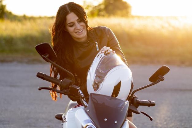 Bersihkan Helm Agar Jauh Dari Virus, Tak Perlu ke Tempat Pencucian Helm