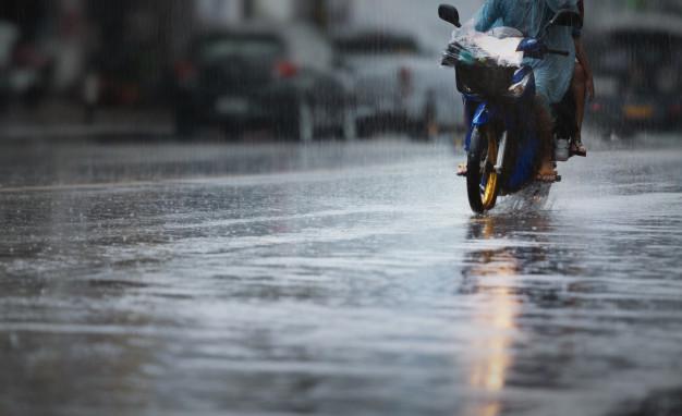 Tips Aman Melakukan Pengereman di Musim Hujan