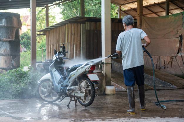 Musim Hujan Jangan Malas Cuci Motor