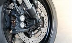 Benarkah Motor Dengan Fitur Rem ABS Perlu Perawatan Khusus