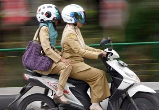 Tips aman naik Motor Untuk Wanita Berhijab
