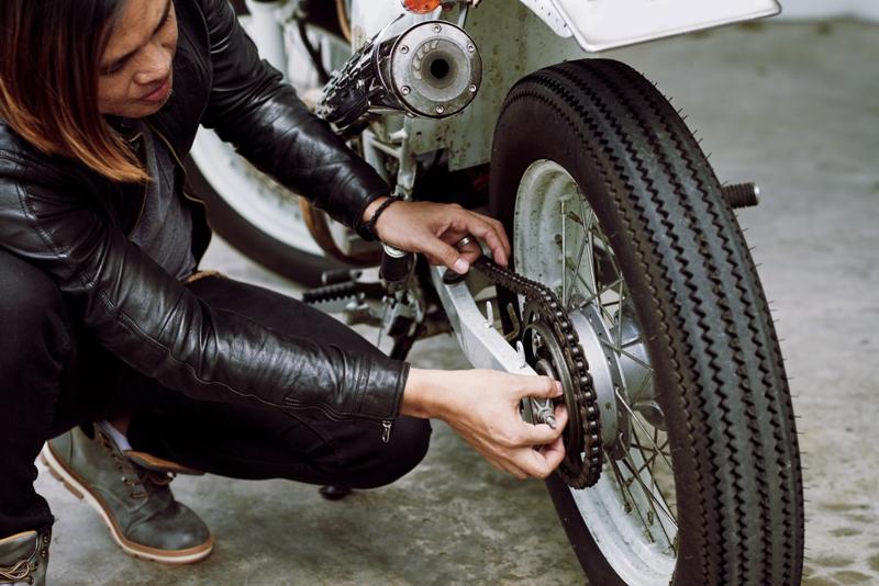 Jangan Asal Kencangkan Rantai Motor Yang Kendur, Begini Aturannya