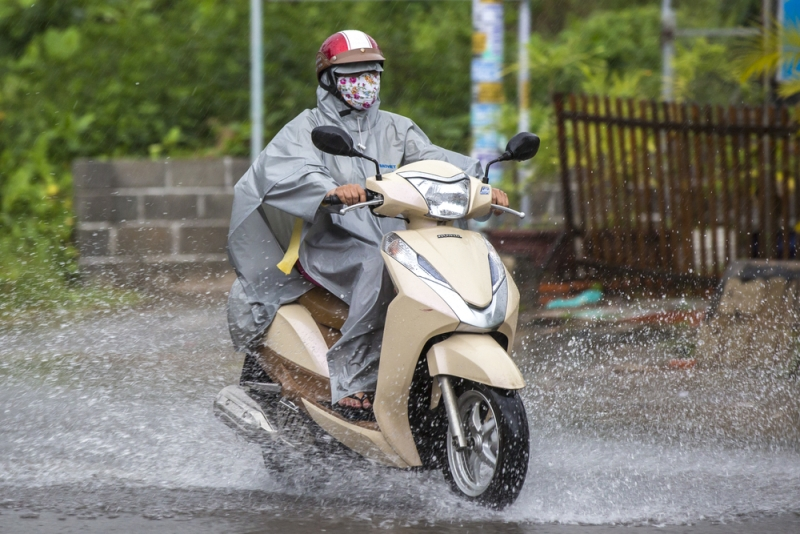 Perlengkapan Riding Wajib Dimiliki Saat Musim Hujan
