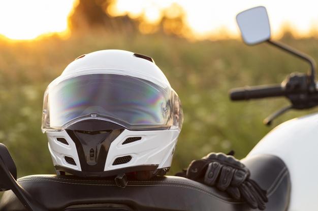 Cara Mudah Membersihkan Kaca Helm Supaya Tidak Buram
