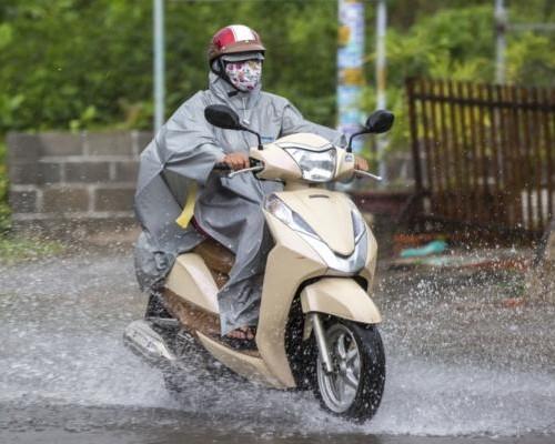 Perlengkapan Berkendara Yang Wajib Dimiliki Dimusim Hujan