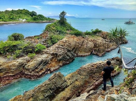 Tempat Liburan di Pantai, Yuk ke Pantai Tapak Kera Lampung