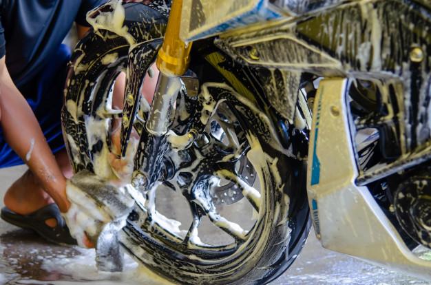Cara Mencuci Motor yang Aman di Rumah, Buat Hilangin Penat Karena PPKM Darurat