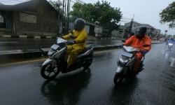 Musim Hujan Sudah Mulai Tiba, Berikut Tips Berkendara Saat Hujan, Perhatikan Kondisi Tubuh dan Gaya Berkendara
